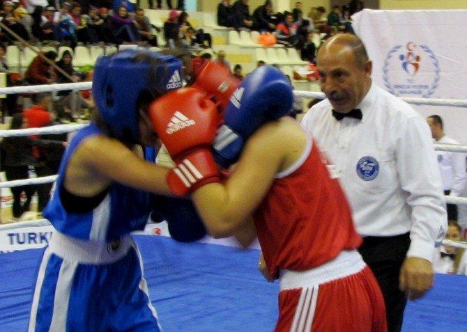 Türkiye Bayanlar Boks Şampiyonası Çeşme'de Başladı