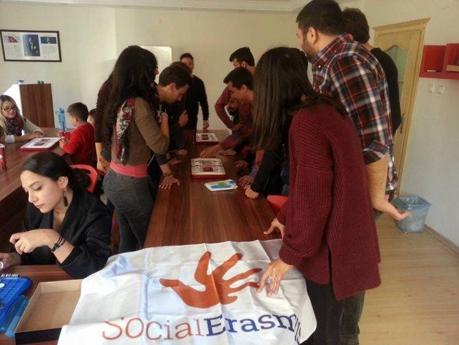 Yabancı öğrenciler ata oyunu Mangala'yı öğrendi