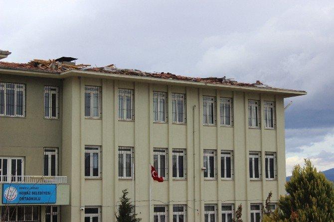 Denizli'de Fırtına Okul Tatil Ettirdi