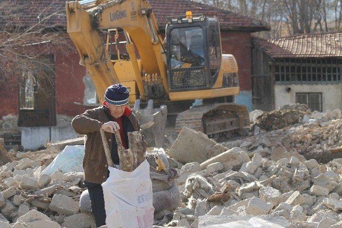Kentsel Dönüşüm Molozları, Dar Gelirlinin Yakacak Umudu Oldu