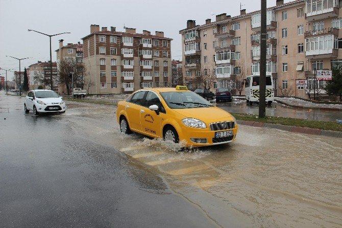 Başkan Gürkan, Yağmur Sonrası Sokaklarda İncelemelerde Bulundu