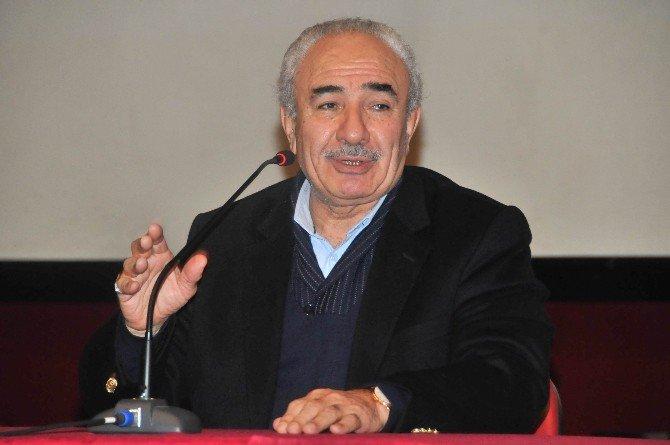 Akşehir'de Yazar Vakkasoğlu Konferans Verdi