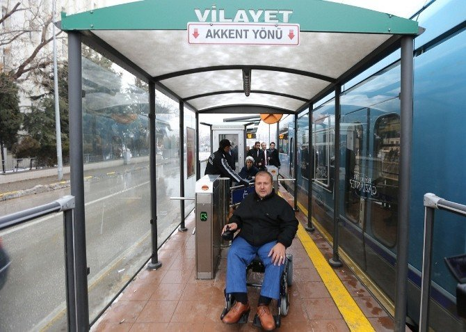 Engelli Tramvaylar Yolcu Taşımaya Başladı