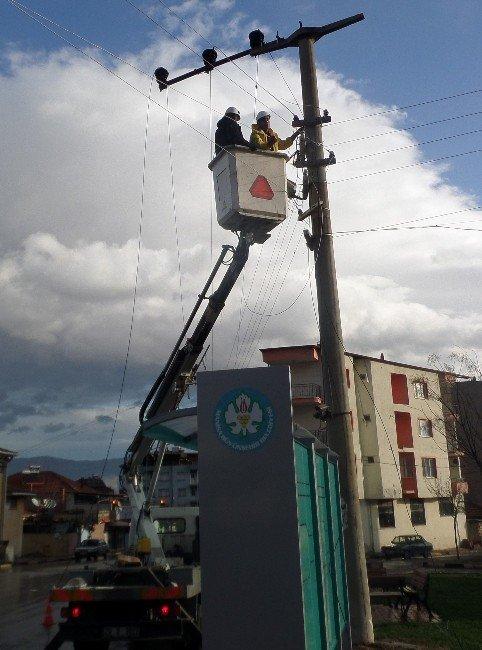 Fırtına Elektrik Tellerini Kopardı