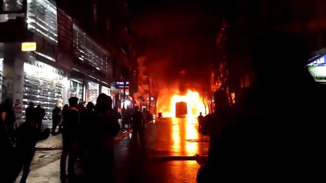 Gazi Mahallesi'nde otobüs yakıldı