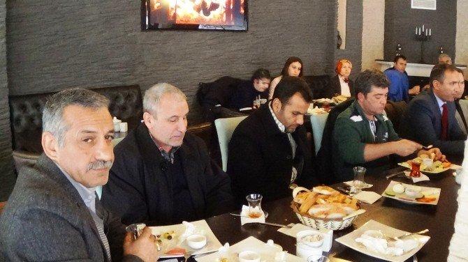 AK Parti'den Görme Engellilere Beyaz Baston