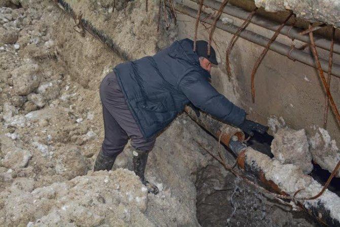 Hakkari'de içme suyu boruları dondu