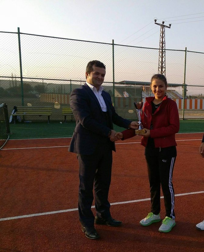 Kort Tenis Turnuvası'nda şampiyonlar belli oldu