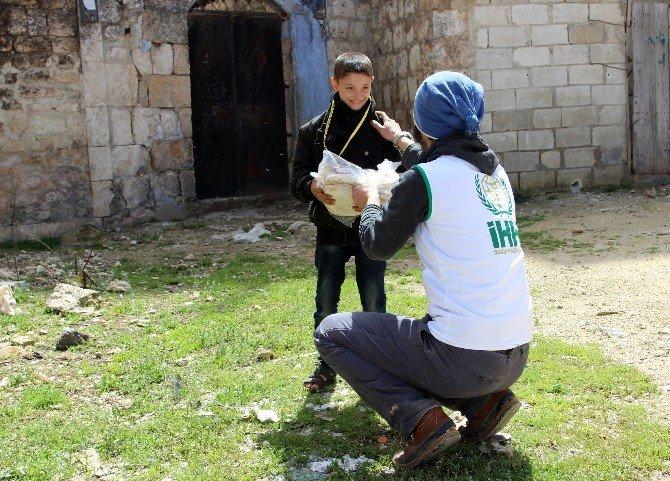 İHH Geçen Yıl Suriye'ye 2 Bin 400 Yardım Tır'ı Gönderdi