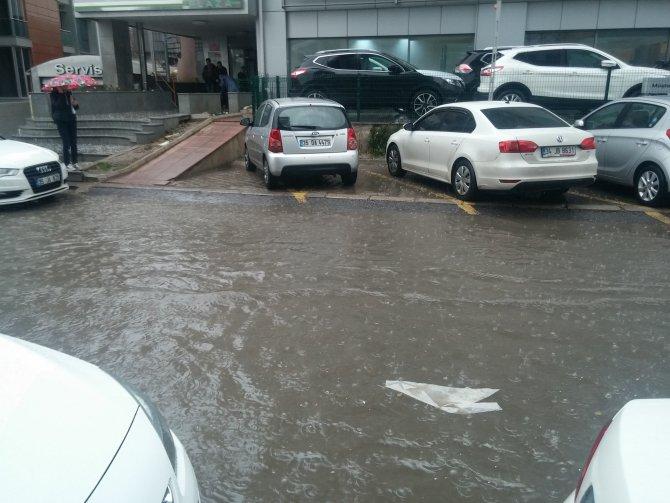 İzmir şiddetli yağmurun etkisi altında