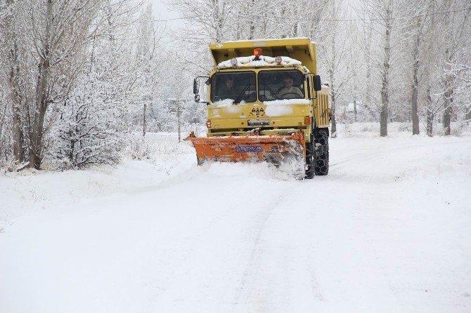 Erzincan'da Karla Mücadele Devam Ediyor