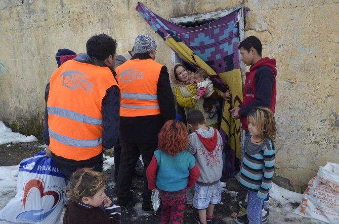 Kimse Yok Mu Derneği'nden Suriyeli ve Kobanili mültecilere yardım