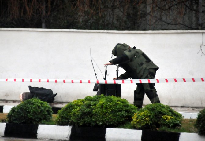 Manisa Merkez Komutanlığı önünde şüpheli paket alarmı