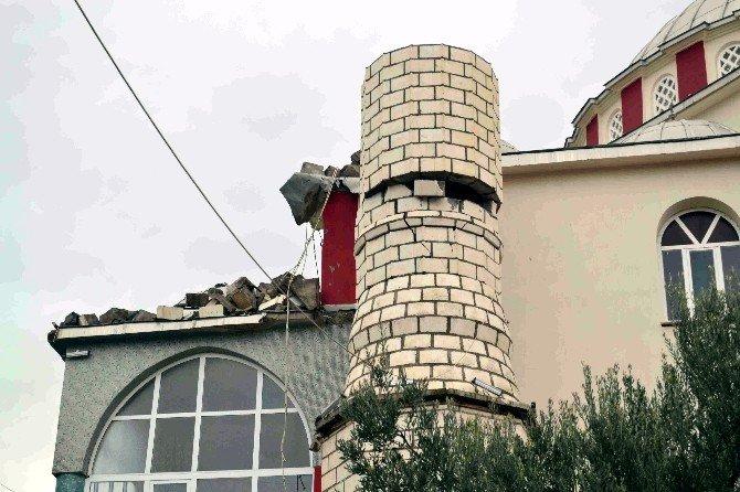 Minare Fırtınaya Dayanamadı