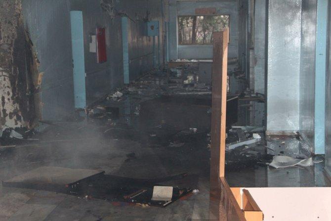 Nusaybin'de eski devlet hastanesini yakmak istediler
