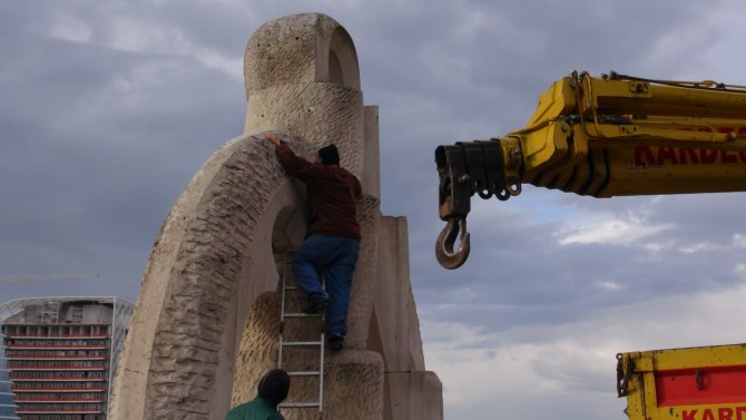 Mehmet Aksoy'un ikinci heykeli de kaldırıldı