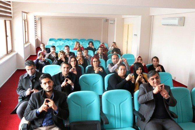 Sağlık Çalışanlarına İşaret Dili Eğitimi Verildi