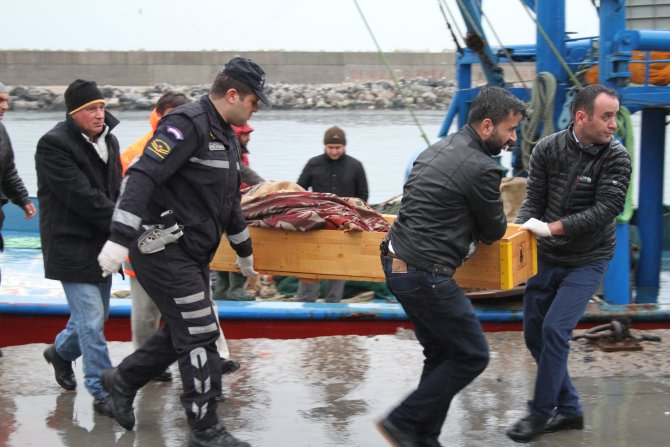Balıkçı ağına ceset takıldı