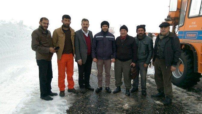 Eruh-şırnak Karayolunda Kar Çalışması Sürüyor