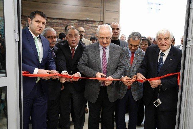 'Çizgilerin Ve Fırçanın Dilinden Sivas' Sergisi Açıldı