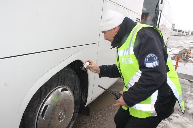 Sivas'ta otobüslere kış lastiği denetimi