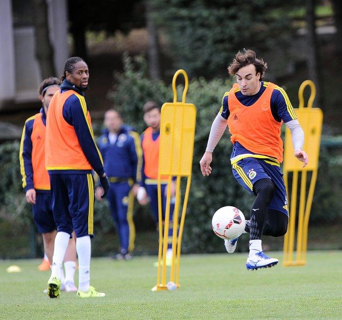Fenerbahçe'de hem Giresunspor hem de sezonun ikinci yarı hazırlıkları sürüyor