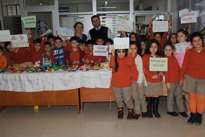 Minikler Oyuncaklarını Satıp, Türkmenlere Yardım Edecek
