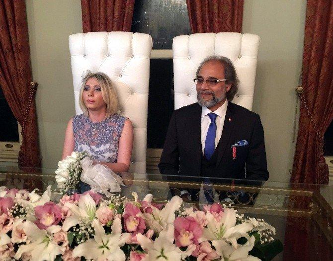 Ünlü Yapımcı, Hintli İşadamıyla Evlendi