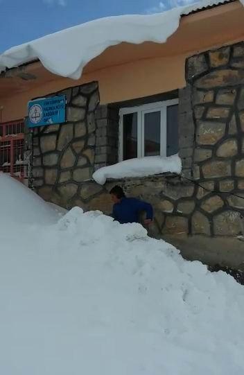 Fedakar Öğretmen Kar Mesaisi