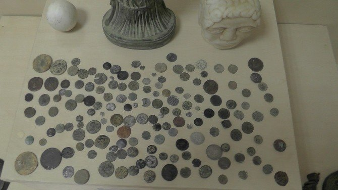 Uşak'ta 240 Parça Tarihi Eser Yakalandı
