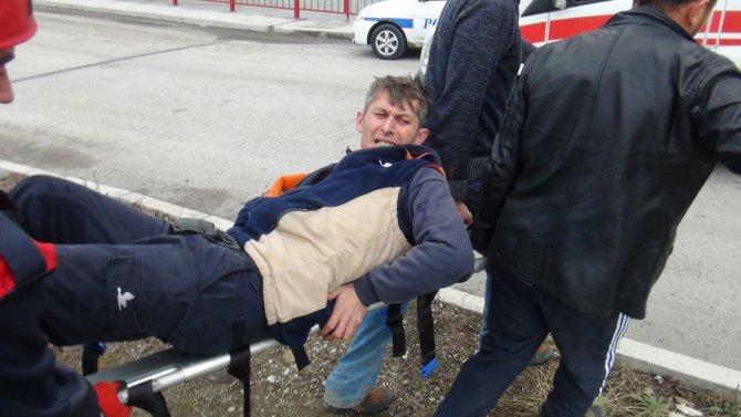 Kamyonet Gülüç Deresi'ne uçtu: 2 yaralı