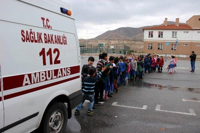 'Trafikte Ambulansa Yol Ver Yaşama Yol Ver' Kampanyası Öğrencilere Anlatıldı