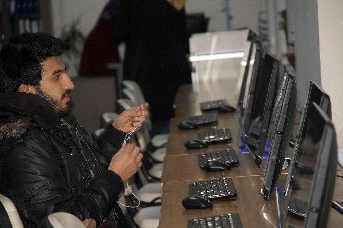ARÜ'de Kütüphanede Ders Çalışan Öğrencilere Çorba İkramı