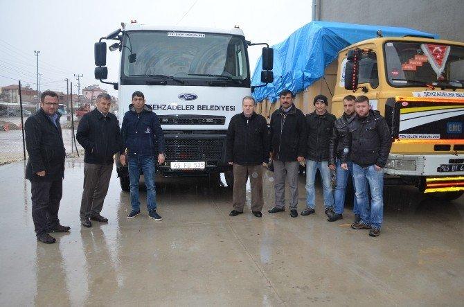 Bayırbucak Türkmenlerine Kula'dan Üç Tır Yardım