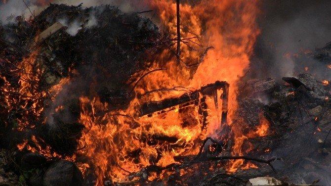 Bodrum Çöplüğünde Yangın