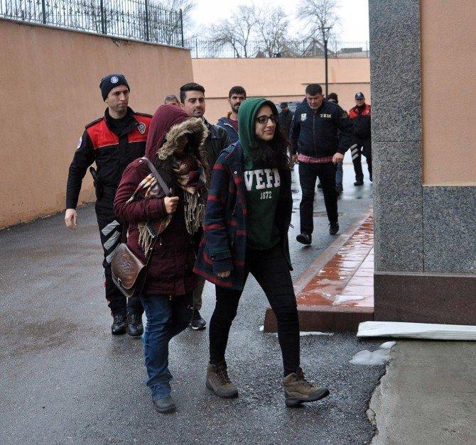 Edirne'de Terör Propagandası Yapan 18 Kişiye 'Yurt Dışı Yasağı'