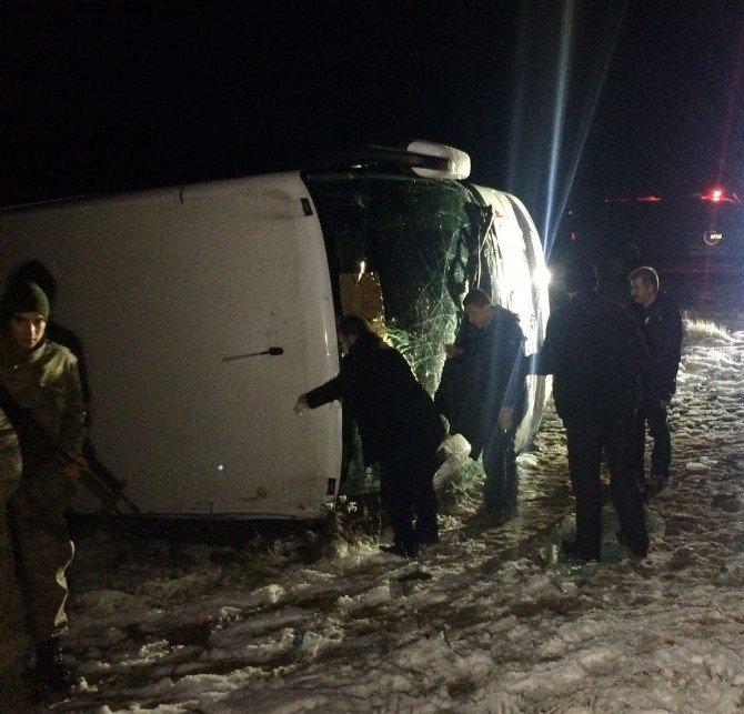 Elazığ'da Yolcu Otobüsü Devrildi: 16 Yaralı