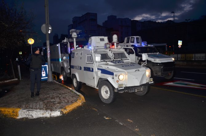 HDP Beyoğlu ilçe binasına polis baskını