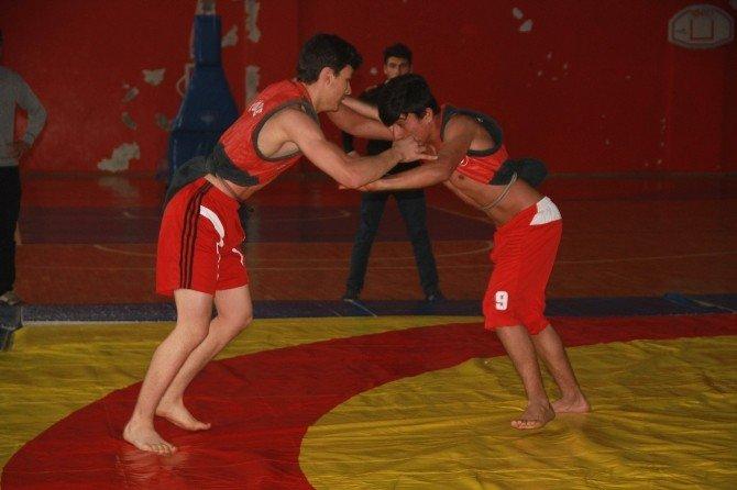 Dörtyol'da Aba Güreşleri Şampiyonası