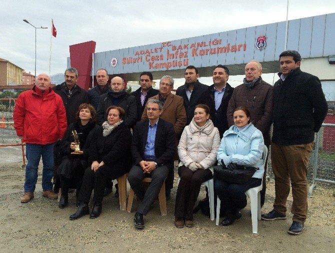 Can Dündar'a Karşıyaka Belediyesi'nden Basın Özgürlüğü Ödülü