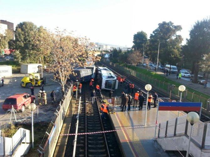 İzmir'de metro kazası: Çok sayıda yaralı var