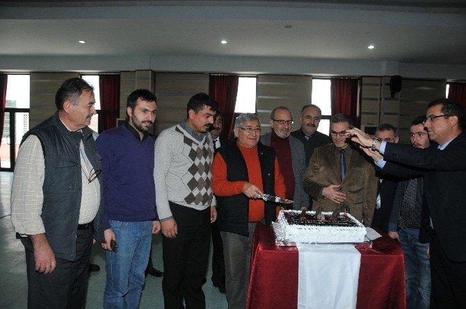Gazetecilere Pastalı Kutlama