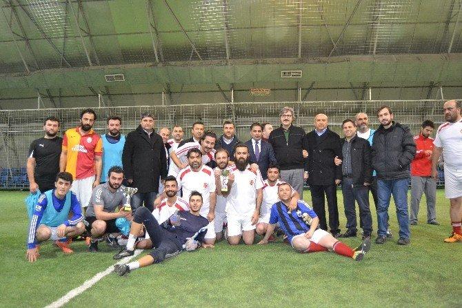 Basın Mensupları İle İletişim Fakültesi Futbol Takımı Dostluk Maçında Karşılaştı