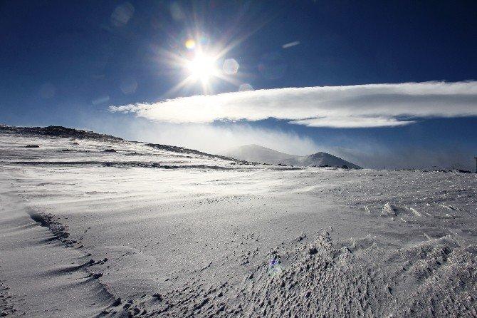 Köy Çocuklarının Kar Keyfi
