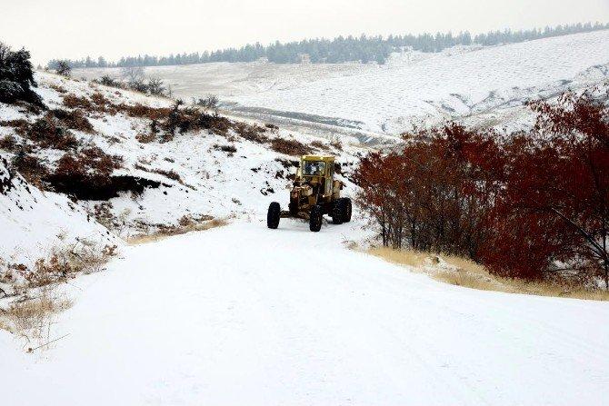 2 Bin 900 Kilometrelik Yolda Karla Mücadele Çalışması Yapıldı