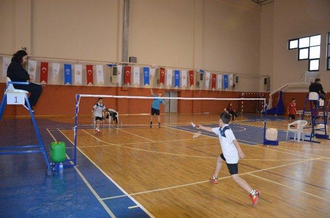 Anadolu Yıldızları Badminton Çeyrek Finalleri Fatsa'da Başladı