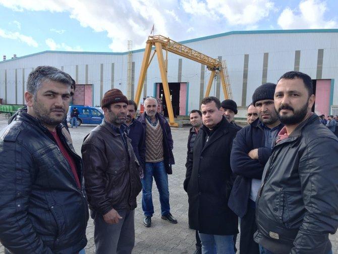 4 aydır maaş alamayan işçiler çatıya çıktı