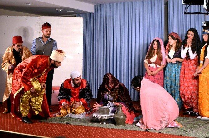 Söke'de Mustafa Pamukçu Tiyatrosu'ndan 'İstanbul Efendisi'