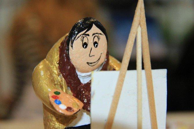 Çakıl Taşlarını Sanat Eserine Dönüştürüyor