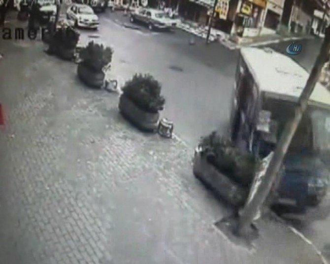 Minibüs Kazası Güvenlik Kamerasında